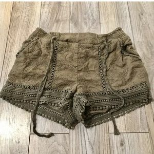 Jolt Nordstrom olive green lace shorts size 7/28